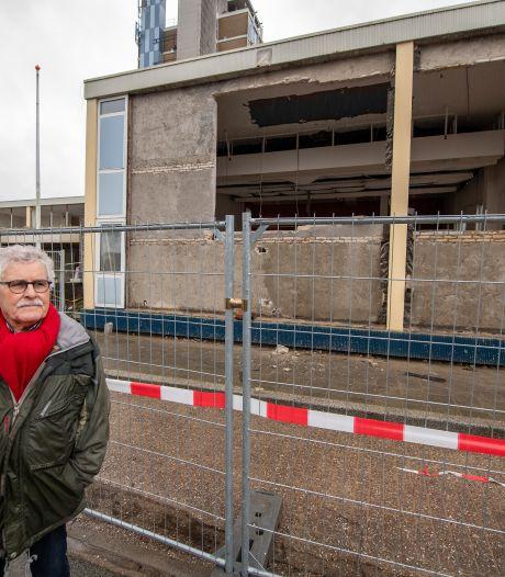 Kunstwerk in Apeldoornse zorgflat gered van sloop, maar overbuurman Joop had het geld liever naar de ouderen zien gaan