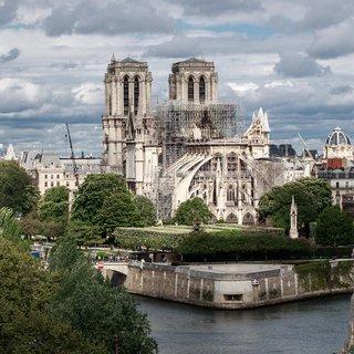 Notre-Dame hersteld zoals ze was: geen zwembad op het dak, wél de karakteristieke torenspits