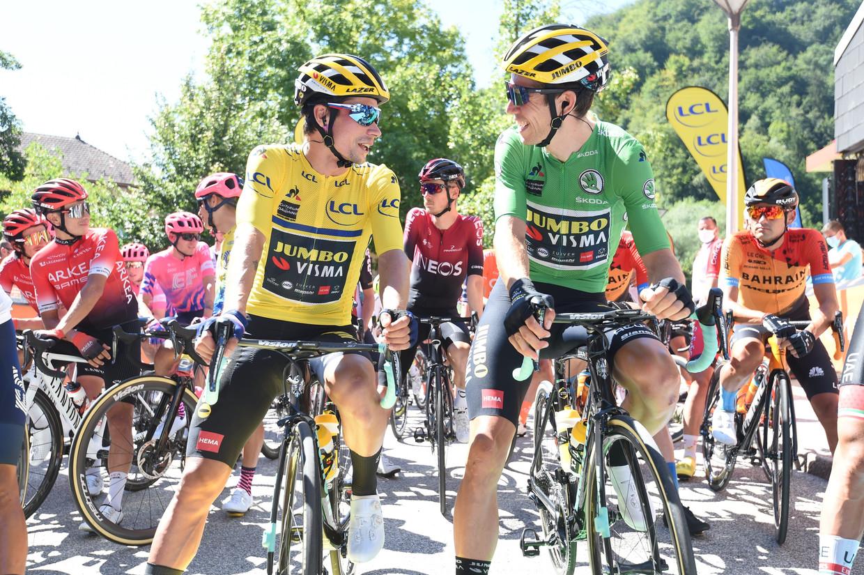 Primoz Roglic (l) en Wout vanAert tijdens de Dauphiné Libéré. Beeld Photo News