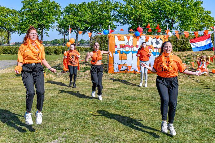 Ook vorig jaar hadden we al te maken met coronamaatregelen tijdens Koningsdag. Dansdocenten van Fun Skillz hielden een korte dansmarathon via Facebook en Instagram.