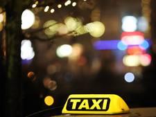 Taxichauffeur rijdt greppel in na aanval door passagier