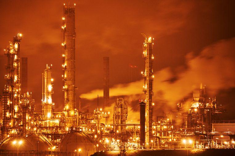 Raffinaderij van Shell bij Moerdijk.  Beeld Nico Garstman / Hollandse Hoogte / ANP