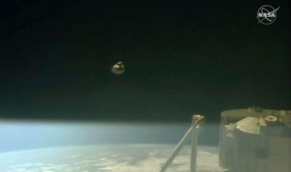 De Crew Dragon is begonnen aan zijn terugreis naar de aarde.