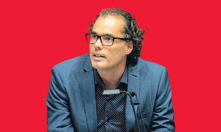 Wethouder Laurens Ivens van de SP tijdens de installatie van nieuwe wethouders en raadsleden in de Amsterdamse gemeenteraad.  Beeld ANP/Jerry Lampen