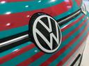 Hoogglans wit op zwart: het nieuwe VW-logo op de ID.3