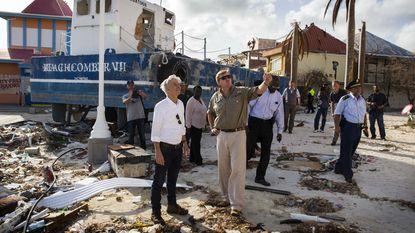 """Nederlandse koning ziet """"overal vernieling en ontreddering"""" op Sint Maarten"""