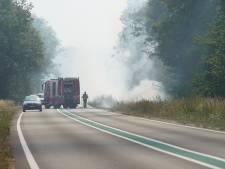 N332 bij Laren afgesloten vanwege brandende berm