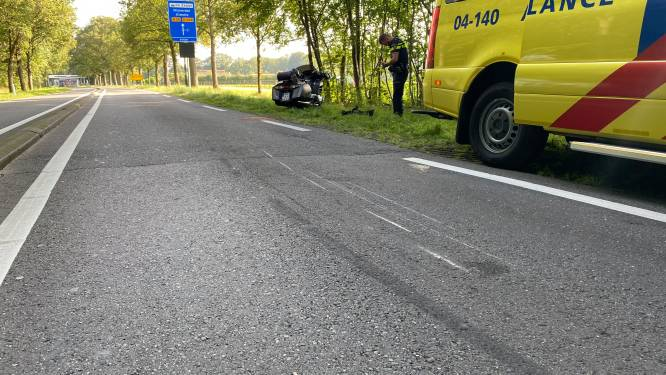 N35 afgesloten na dubbele botsing, motorrijder gewond