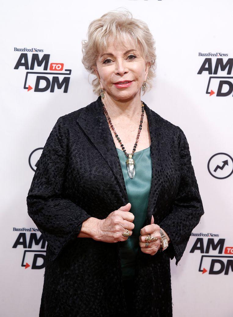 Isabel Allende. In haar nieuwe roman, Bloembad van zee, moeten mensen die onvrijwillig hun vaderland hebben verlaten hun weg zien te vinden.  Beeld Getty Images