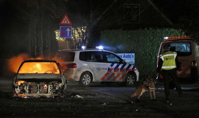 Een brandende auto in Veen. Beeld ANP