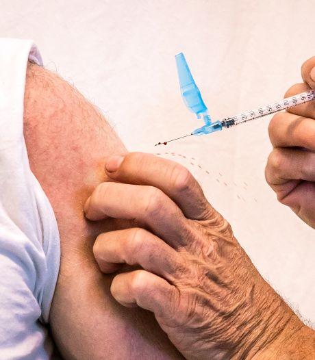 De GGD trekt de dorpen in om mensen te vaccineren nu bijna 80 procent volledig gevaccineerd is: 'En dat werkt'