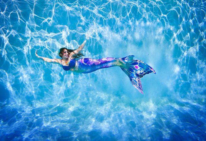 Jopie Lok in het zwembad.
