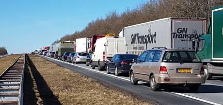 A1 tussen knooppunt Azelo en Rijssen dicht door ongeval