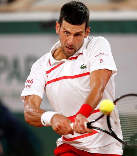 Djokovic overtuigend naar tweede ronde in Parijs