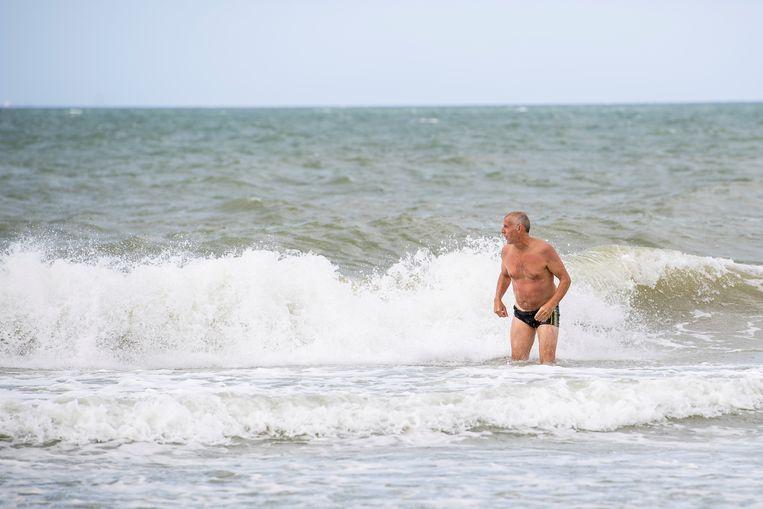 Zwemmen in zee? Levensgevaarlijk in het ijskoude water