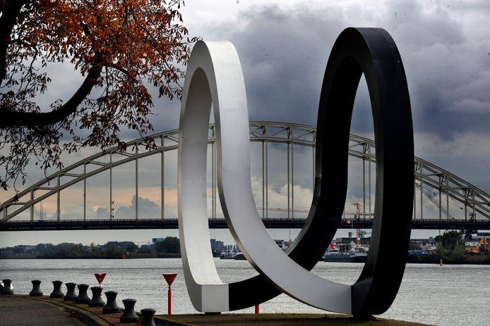 Het kunstwerk Cyclus aan de rivier de Noord.