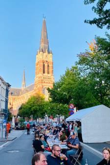 """De langste tafel van Antwerpen stond dit weekend in de Kerkstraat: """"Voor herhaling vatbaar"""""""