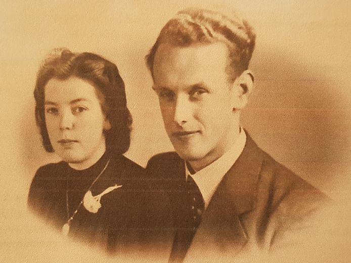 Verzetsstrijder Antoon Slot uit Lichtenvoorde met zijn verloofde Annie Bouwhuis. 'Lieve Annie, nu ik zoo dicht aan het einde van het leven sta en ga sterven voor God en Vaderland valt mij het scheiden zwaar', schreef hij in zijn afscheidsbrief.