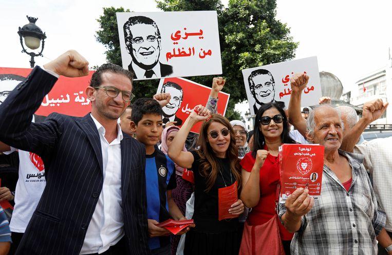 Saloua Samoui, de vrouw Nabil Karoui, die zelf geen campagne kon voeren omdat hij in de gevangenis zit.  Beeld null