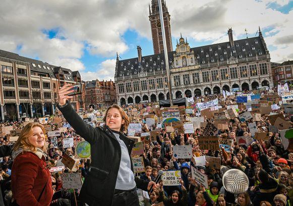 Anuna De Wever en Kyra Gantois van Youth for Climate tijdens een eerdere manifestatie in Leuven.