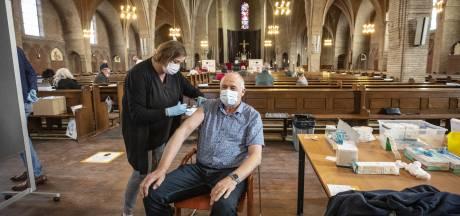 Naar de Drieëenheidkerk in Oldenzaal voor een prik en een schietgebed
