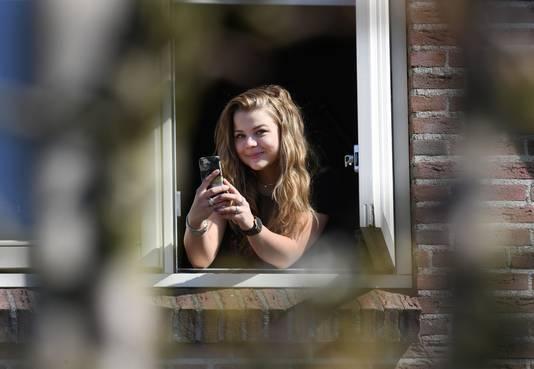 Céline van Haarlem filmde de wolf vanuit haar slaapkamerraam.