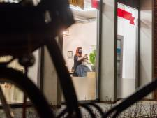 Eindhovense kapster al om 05.30 uur aan het werk: 'Als een kind zo blij dat ik weer mag knippen'