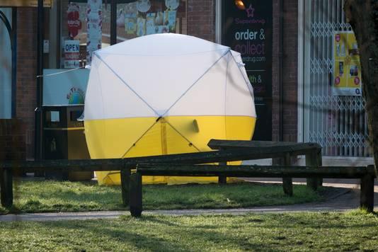 Een onderzoekstent achter het winkelcentrum in Salisbury waar Skripal en zijn dochter werden gevonden.