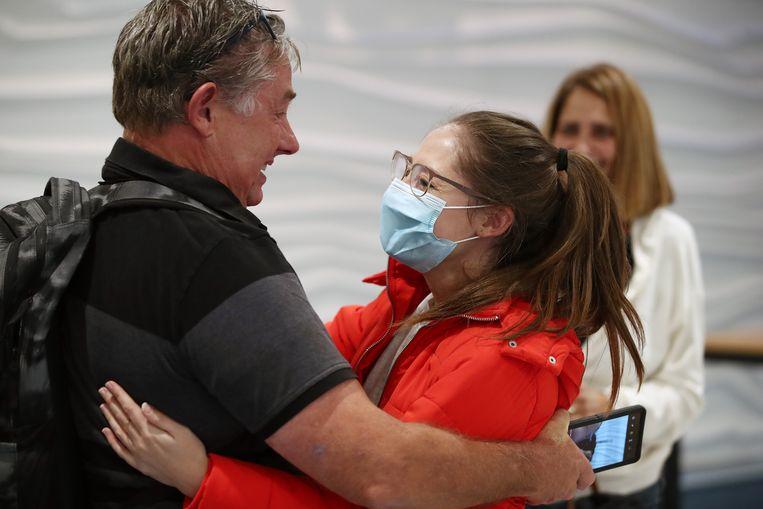 Emotionele taferelen op de luchthaven van Auckland, Nieuw-Zeeland, vanmorgen.  Beeld Getty Images