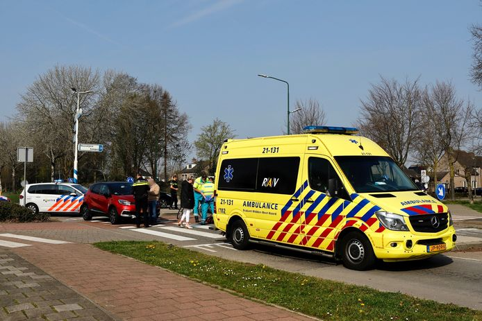 De hulpdiensten bij het ongeluk in Cuijk.