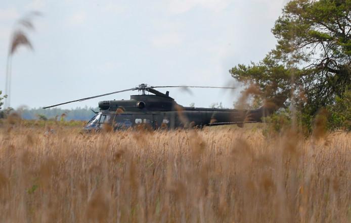 De helikopter maakte een voorzorgslanding op de Strabrechtse Heide.
