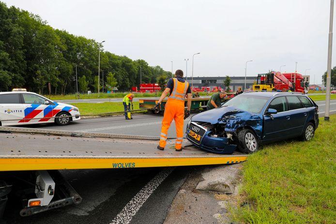 Op de Zutphensestraat N345 bij Apeldoorn is dinsdagavond een personenauto op een vrachtwagen gebotst. Dit heeft flinke hinder voor voorbijkomend verkeer tot gevolg.