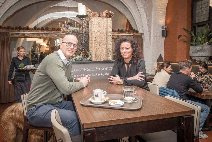 Anita Maas in het Lunchcafé in Goes, hier met Rob Spelier, van wie ze de horecagelegenheid onlangs overnam.