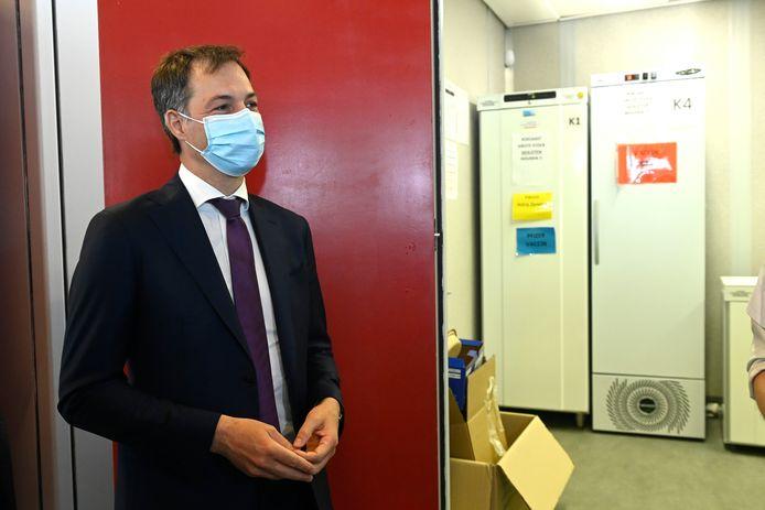 Alexander De Croo visite le centre de vaccination de Flanders Expo à Gand, lundi 3 mai.
