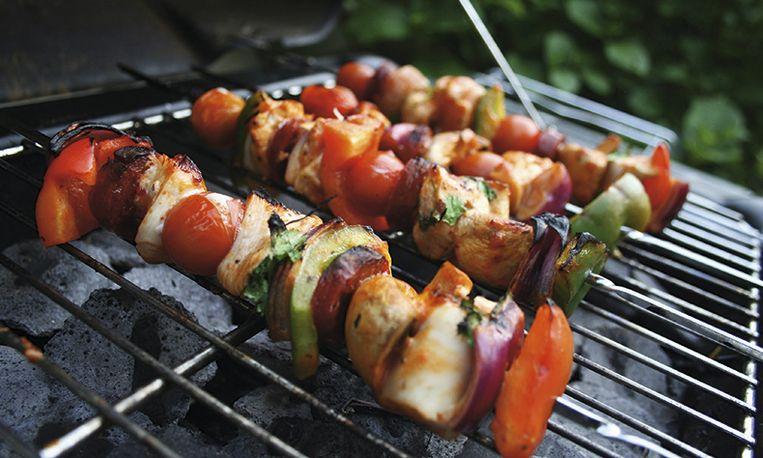 Zo blijft barbecue-eten langer goed in de hitte
