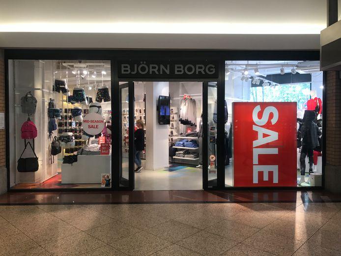 Gevels van winkels in Eindhoven tijdens de uitverkoop