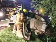 Auto vliegt uit de bocht in Lunteren, een gewonde gevallen