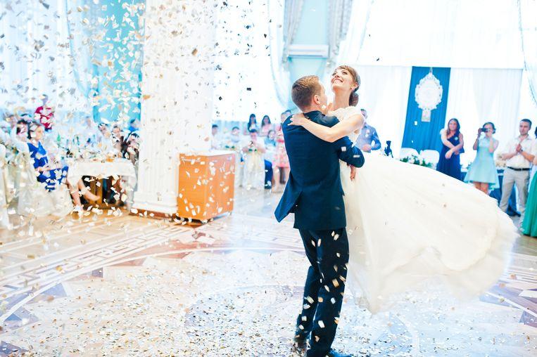 Heb je straks een coronapaspoort nodig om naar een huwelijksfeest te gaan? Beeld Shutterstock
