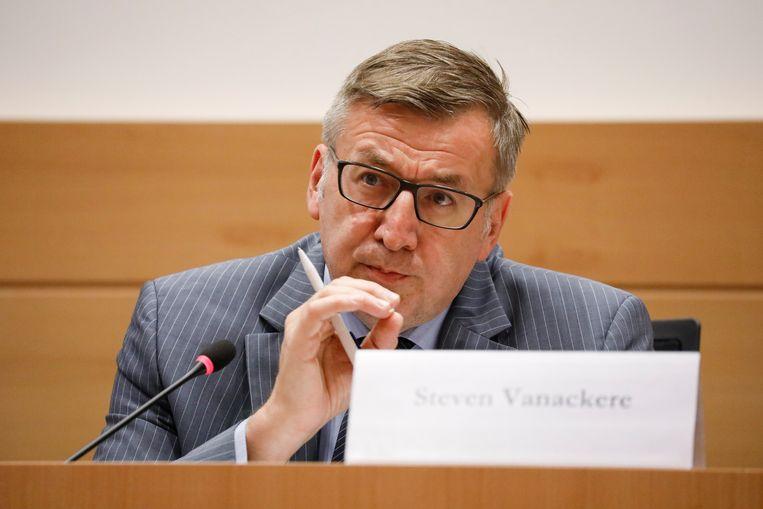 CD&V-senator Steven Vanackere.