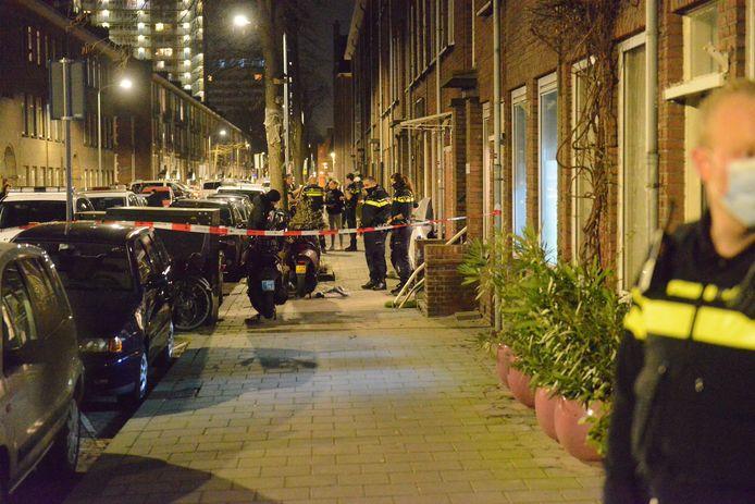 Het slachtoffer raakte zwaargewond en is met spoed naar het ziekenhuis gebracht.