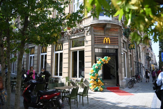 McDonalds is vanaf nu ook aanwezig in de Bondgenotenlaan en dat zou een positief effect moeten hebben op de handel in Leuven volgens schepen Johan Geleyns (CD&V).