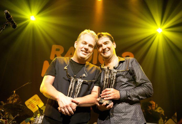 Thomas Acda en Paul de Munnik na het ontvangen van de Radio 2 Mijlpaal in 2013. Beeld anp