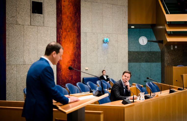 Lodewijk Asscher (PVDA) en Premier Mark Rutte tijdens het debat in de Tweede Kamer over de informele Europese top. Beeld ANP
