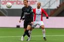 RKC-verdediger Melle Meulensteen, die de 2-0 inleidde, beleefde een vervelende middag in Emmen. Rechts Kerim Frei.
