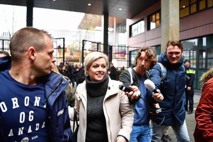 Jenny Douwes van de blokkeerfriezen gisteren bij de rechtbank. De initiatiefneemster van de snelwegblokkade werd veroordeeld tot 240 uur dienstverlening.