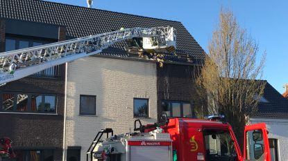 Woning onbewoonbaar door hevige dakbrand