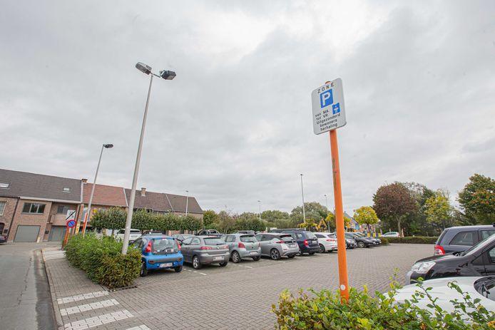 De parking aan het kruispunt van de Muilenstraat met de Ommegangstraat.