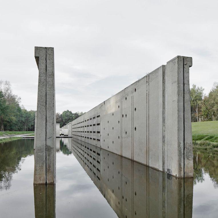 Het kunstwerk Deltawerk //, door Raaaf en Atelier de Lyon gemaakt van een voormalig golfbassin in het Waterloopbos bij Marknesse. Beeld Jan Kempenaers
