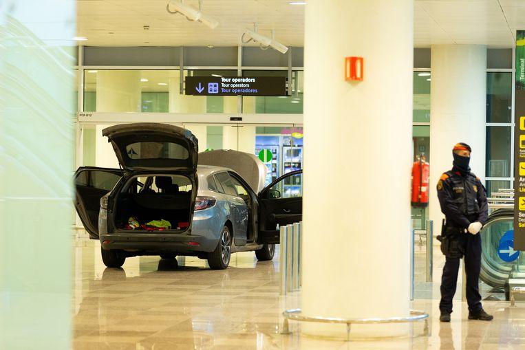 In de luchthaven was bijna niemand nog aanwezig.