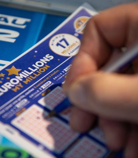 Britse vrouw ziet record jackpot aan haar neus voorbijgaan door lege bankrekening